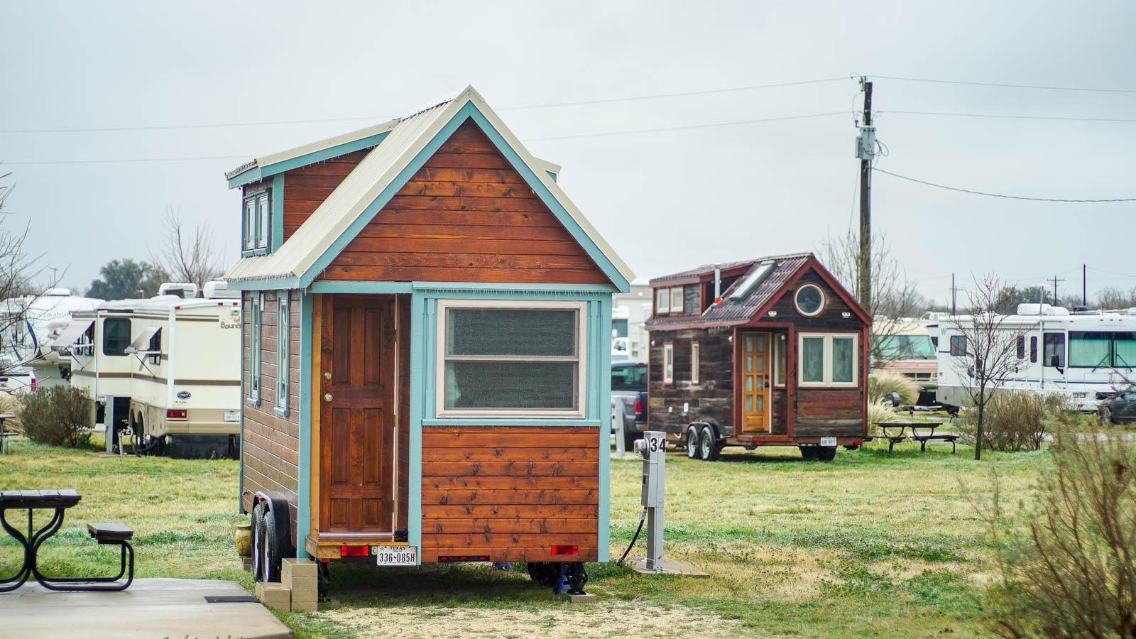 Tiny Home Designs: Austin, TX: Crash Landing & Tree House Tours
