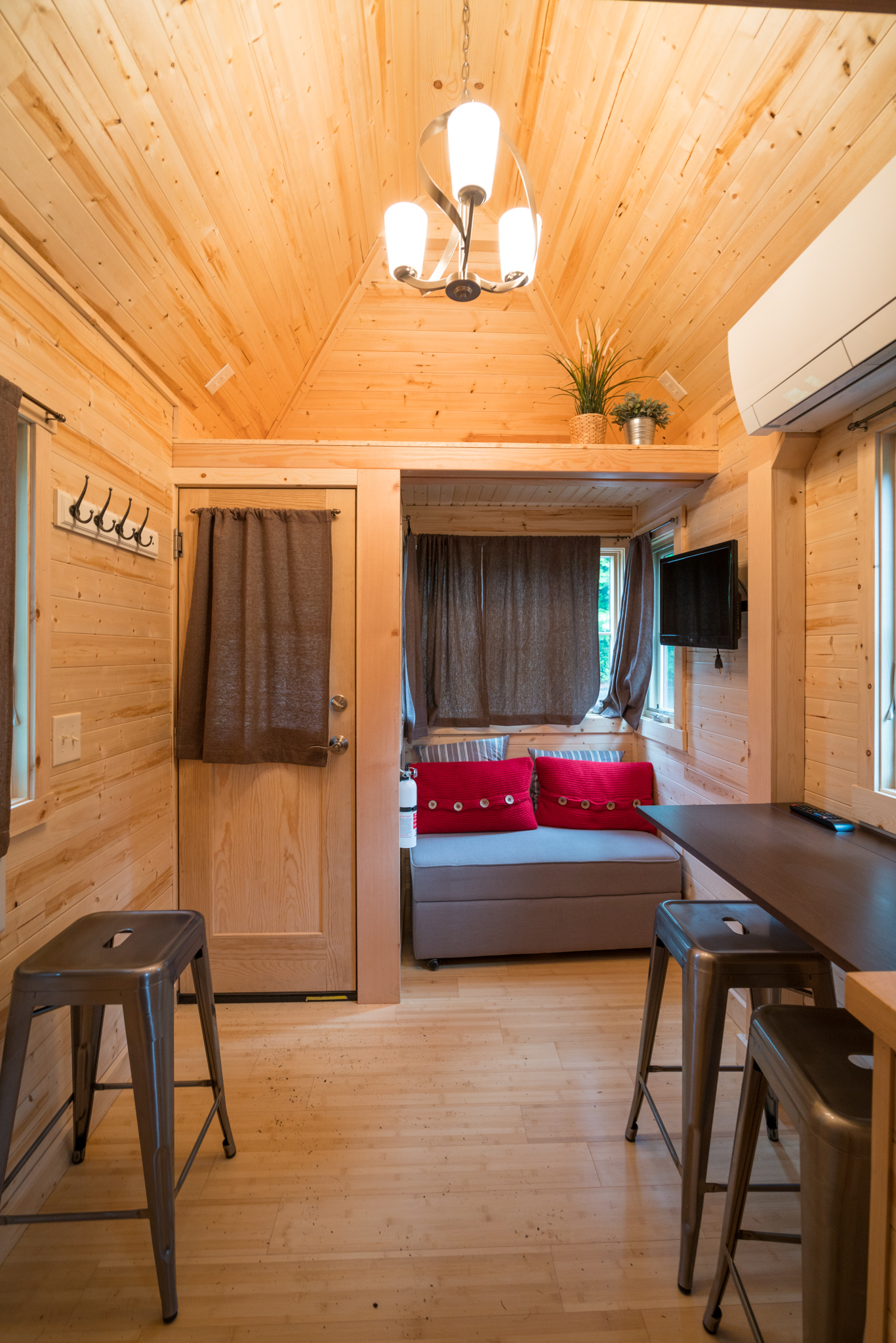 Quot Lincoln Quot Tiny House Rental At Mt Hood Tiny House Village