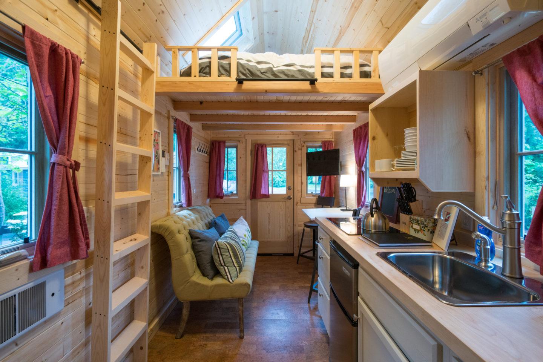 """""""Scarlett"""" Tiny House Rental at Mt Hood Tiny Village"""