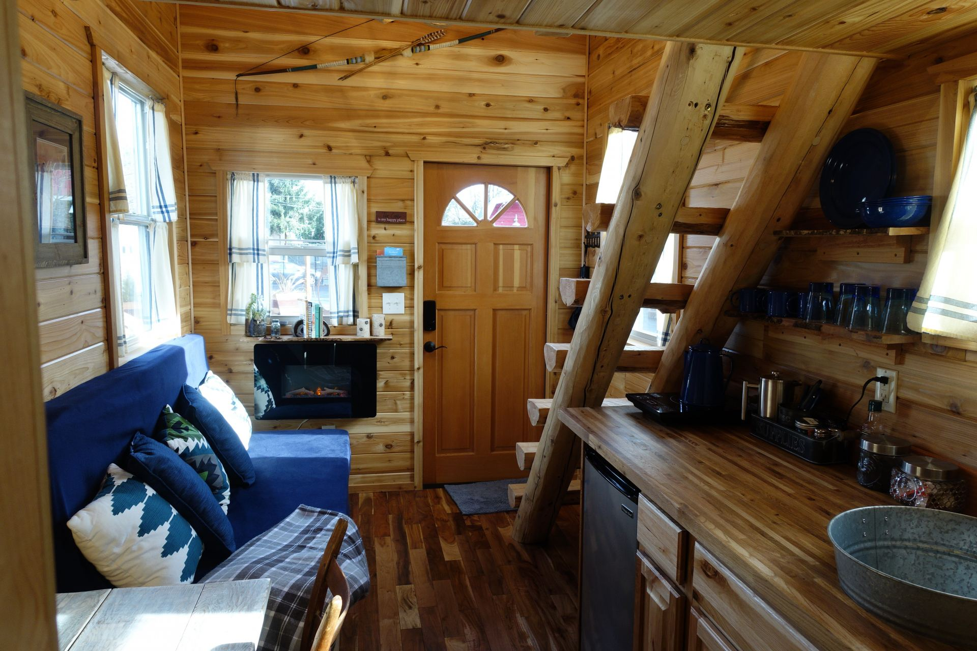 Tiny Log Home Designs: Tiny Log Cabin On Wheels Is Available For Rent In Portland