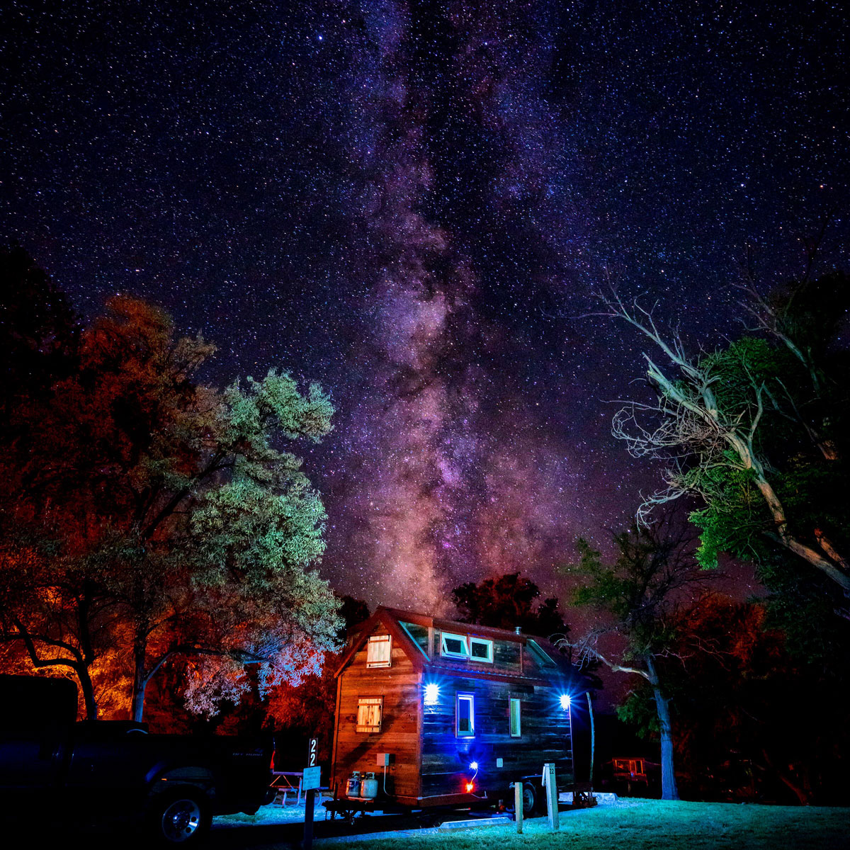 Tiny-House-Milky-Way-Stars-Craters-Of-The-Moon-01
