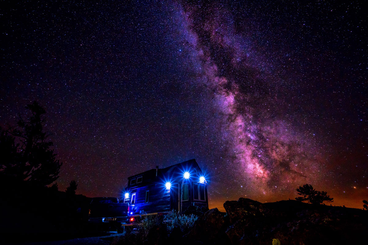 Tiny-House-Milky-Way-Stars-Craters-Of-The-Moon-02