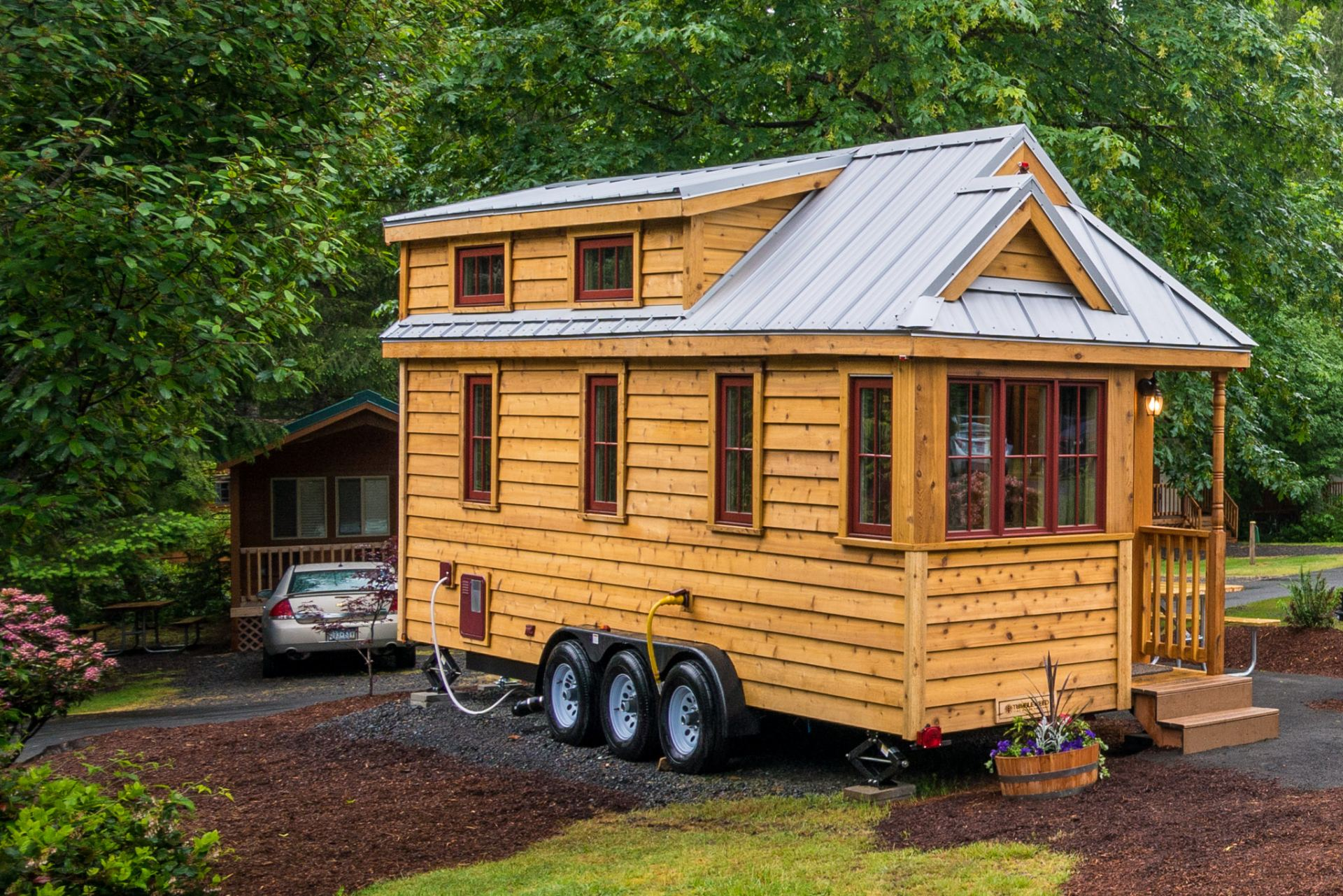 lincoln tiny house rental at mt hood tiny house village in oregon. Black Bedroom Furniture Sets. Home Design Ideas