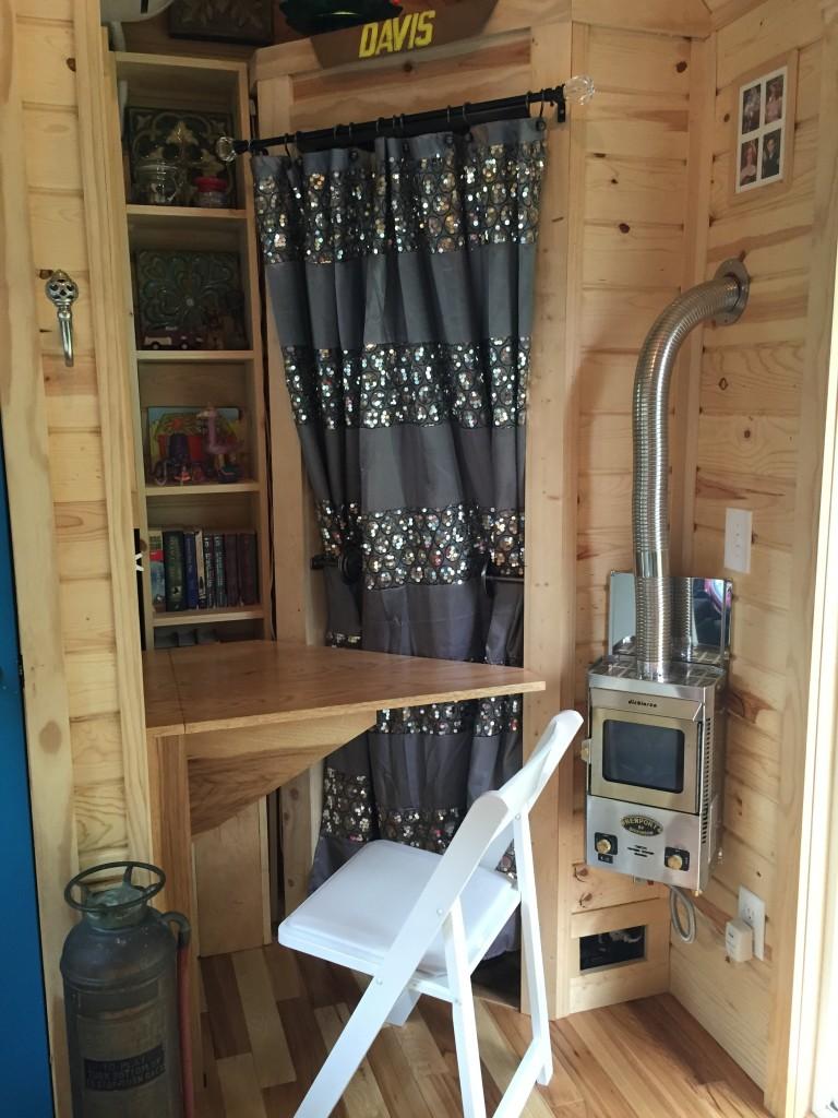 Nickiu0027s Victorian Tiny House Interior 2