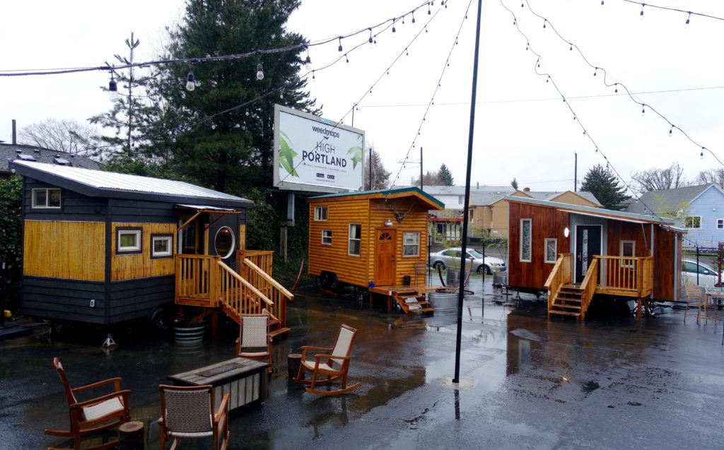 tiny house hotel. one hour away to the tiny digs hotel in portland, oregon, stay another house! here\u0027s what i learned. house y