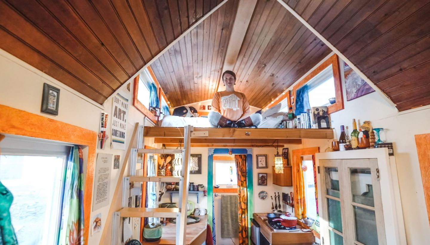 Young Woman Builds Purple Tiny House as Art Project & Lives In It For Free