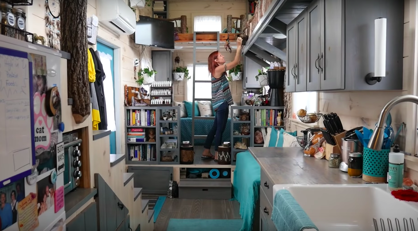 Hoarder Downsizes to a Tiny House to Cure Herself